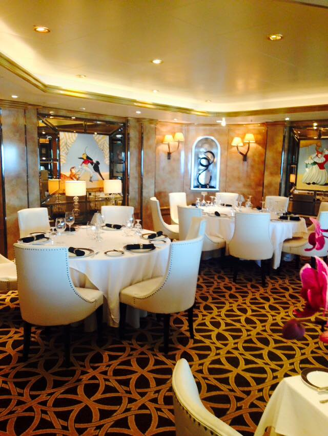 Beautiful Relaxed Dining on Queen Elizabeth